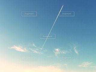 飛行機雲の写真・画像素材[1894252]