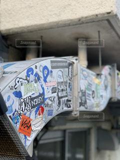 建物の側面の看板の写真・画像素材[2221873]