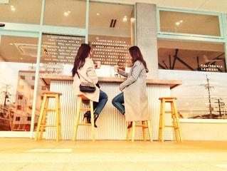 オシャレなカフェで友達とランチの写真・画像素材[1938460]