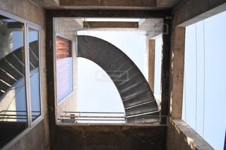 下から見上げた螺旋階段の写真・画像素材[1928247]