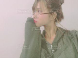メガネ、カメラ目線の女の写真・画像素材[1919019]