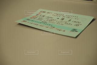 テーブルの上の新幹線チケットの写真・画像素材[1907167]