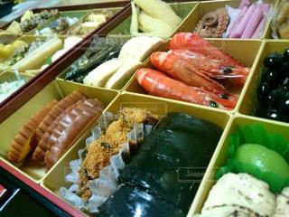 料理の種類でいっぱいのボックスの写真・画像素材[2084414]