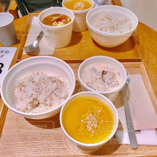 スープ1杯とコーヒー1杯の写真・画像素材[2343945]