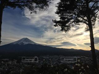夕暮れ時の富士山の写真・画像素材[1941120]