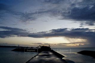 海に沈む夕日の写真・画像素材[1902883]
