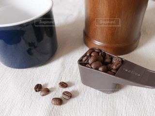 コーヒー1杯分の豆の写真・画像素材[2004996]