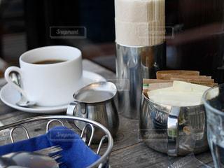テーブルの上のコーヒーの写真・画像素材[2089391]