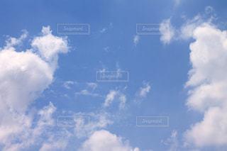 青空と雲の写真・画像素材[2093935]