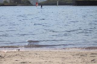 穏やかな波の写真・画像素材[2104767]