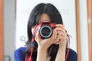 カメラを構えての写真・画像素材[2177552]