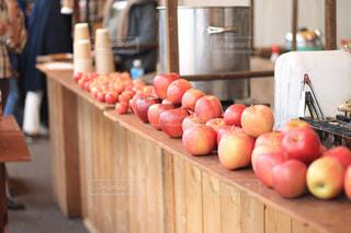 たくさんのリンゴの写真・画像素材[2230359]