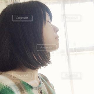 女性の横顔の写真・画像素材[2342630]