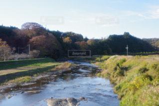水の体を流れる川の写真・画像素材[1624905]