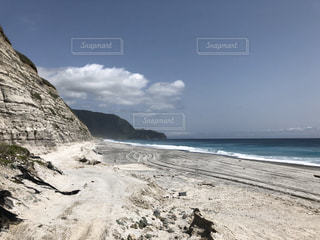 海の岩場の写真・画像素材[2880660]