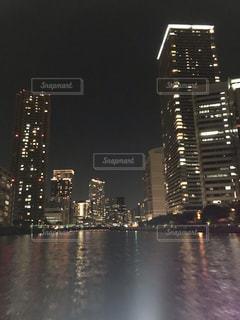 夜の街のスカイラインの写真・画像素材[1890796]