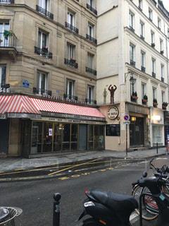 パリのストリートスナップの写真・画像素材[1906292]