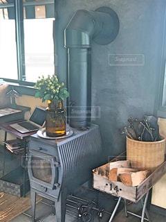 建物の前にオシャレなカフェの写真・画像素材[2863641]