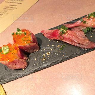最近流行りのオシャレな肉寿司の写真・画像素材[1887261]
