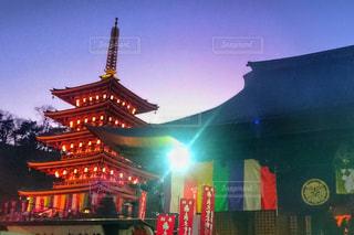 夜のライトアップされた五重塔の写真・画像素材[1008949]