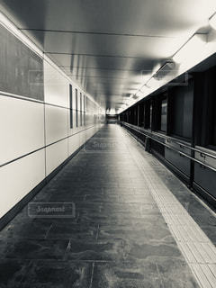 駅への連絡通路の写真・画像素材[2086945]