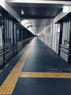 駅への連絡通路。の写真・画像素材[2086950]