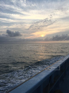 船上からの朝日の写真・画像素材[1937014]