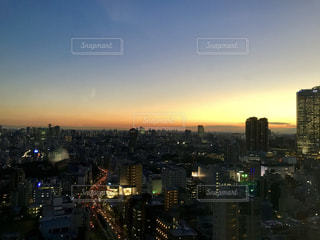 泉ガーデンタワーからの夕空の写真・画像素材[1912055]