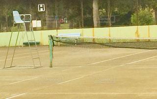 テニスコートと審判イスの写真・画像素材[1925741]