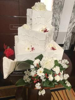 ウェディングケーキと花の写真・画像素材[1892571]