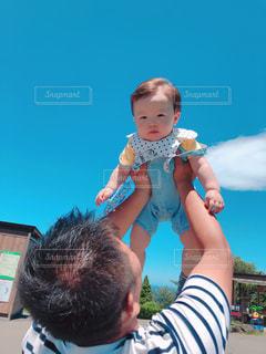 青空へ高い高いの写真・画像素材[2223331]