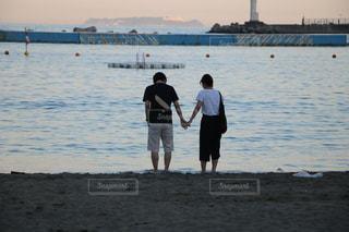 海辺のカップルの写真・画像素材[1906606]