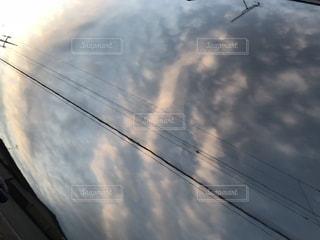 洗車後のボンネットに映る空!の写真・画像素材[1891777]