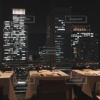 夜景が見えるレストランの写真・画像素材[1911551]