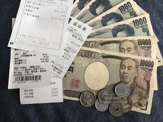 現金と領収書の写真・画像素材[2219644]