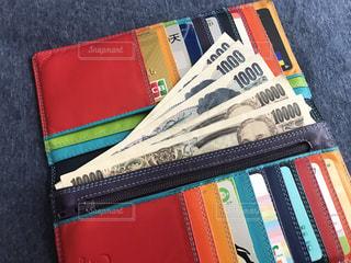 財布と現金の写真・画像素材[2223364]