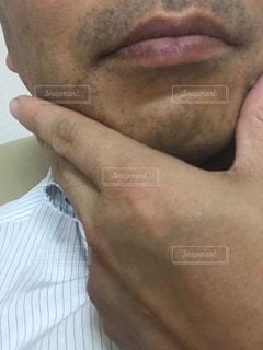 一日戦った中年サラリーマンの髭ですの写真・画像素材[2246184]