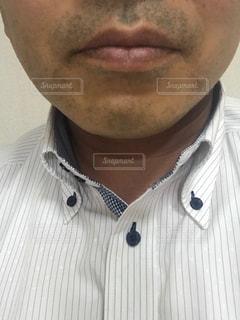 一日戦った中年サラリーマンの髭の写真・画像素材[2246185]