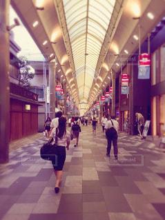歩く女性営業マンの写真・画像素材[1889274]