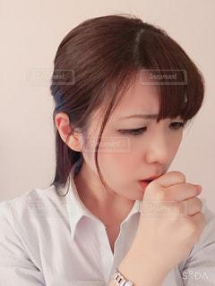 咳き込む女性の写真・画像素材[3009679]