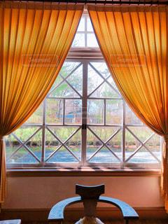 窓側にての写真・画像素材[1959608]