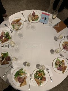 仲間の集う食卓の写真・画像素材[1921238]