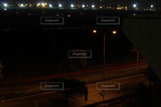 夜の道路の写真・画像素材[2060016]