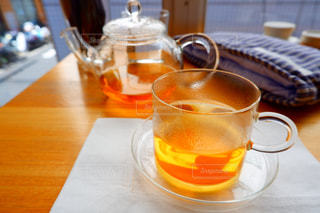 テーブルの上の紅茶の写真・画像素材[1904779]