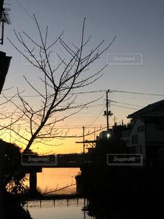 街に沈む夕日の写真・画像素材[1939421]