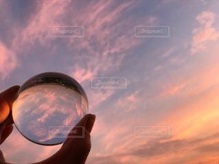 夕焼け空を閉じ込めての写真・画像素材[1906034]
