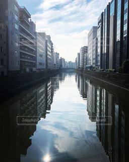 都会の朝の写真・画像素材[2156411]