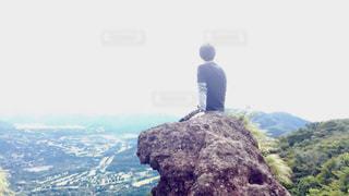 背景の山と人の写真・画像素材[1138732]