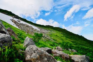 岩の多い丘の写真・画像素材[2289159]
