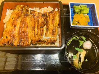 異なる種類の食べ物で満たされた箱の写真・画像素材[2812279]